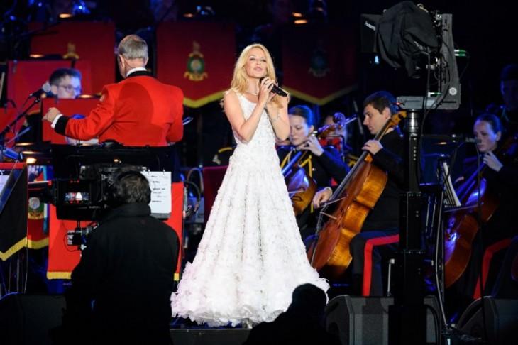 Kylie Minogue cantando en el cumpleaños de la reina. | AFP