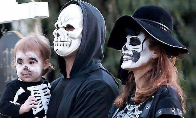 Única foto publicada de Eva Mendes,  Ryan Gosling y su hija Esmeralda | celebfresh.co.uk