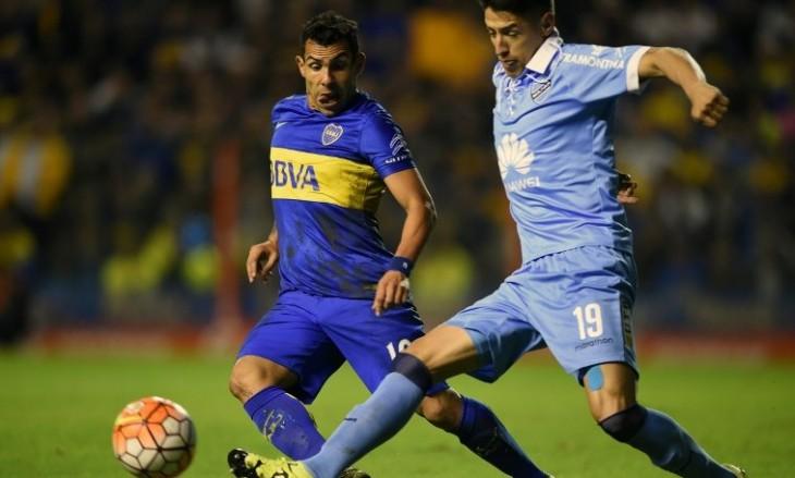 Cabrera frente a Tevez por la Libertadores / Eitan Abramovich / AFP