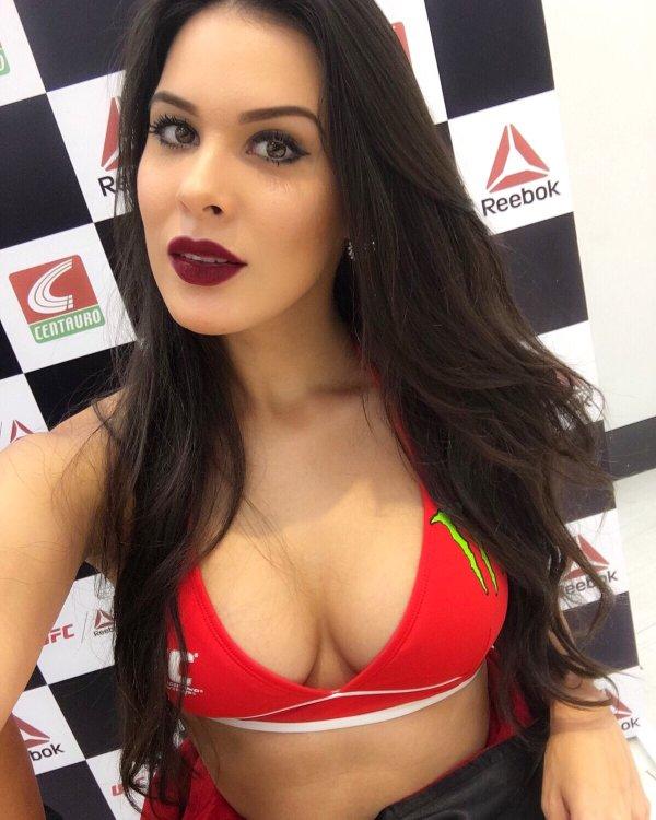 Camila Oliveira I Twitter