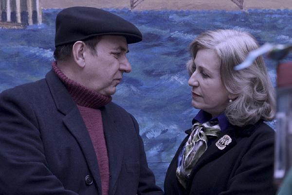 Luis Gnecco y Mercedes Morán como Pablo Neruda y Delia del Carril en Neruda