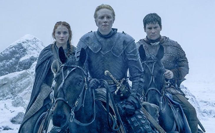 Sansa Stark, Brienneof Tarth y Podrick Payne en las puertas del Castillo Negro | HBO