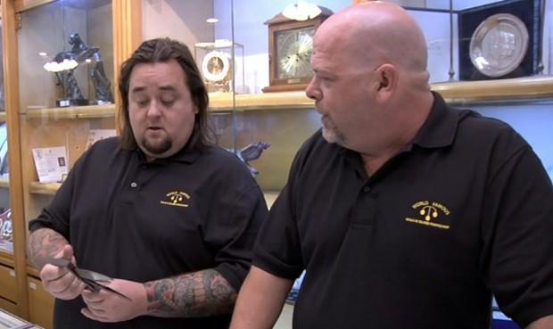 Chumlee (izquierda) junto a Rick Harrison (derecha)