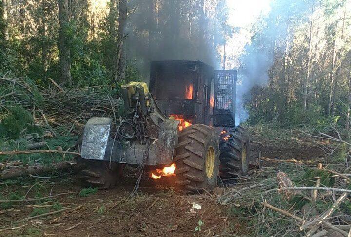 ataque incendiario forestal contulmo encapuchados maquinaria