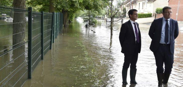 Primer ministro Manuel Valls en zona afectada por desborde | Alain Jocard | AFP