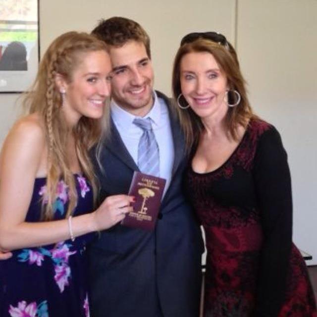 Camila junto a su esposo y su madre | Silvia Novak | Facebook