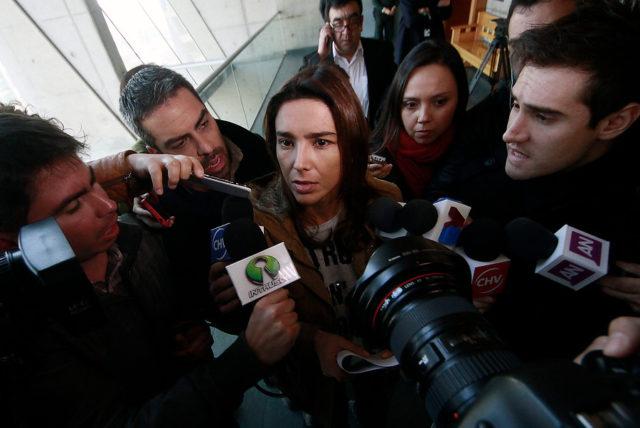 Carla Ballero saliendo de la formalización. | Agencia UNO