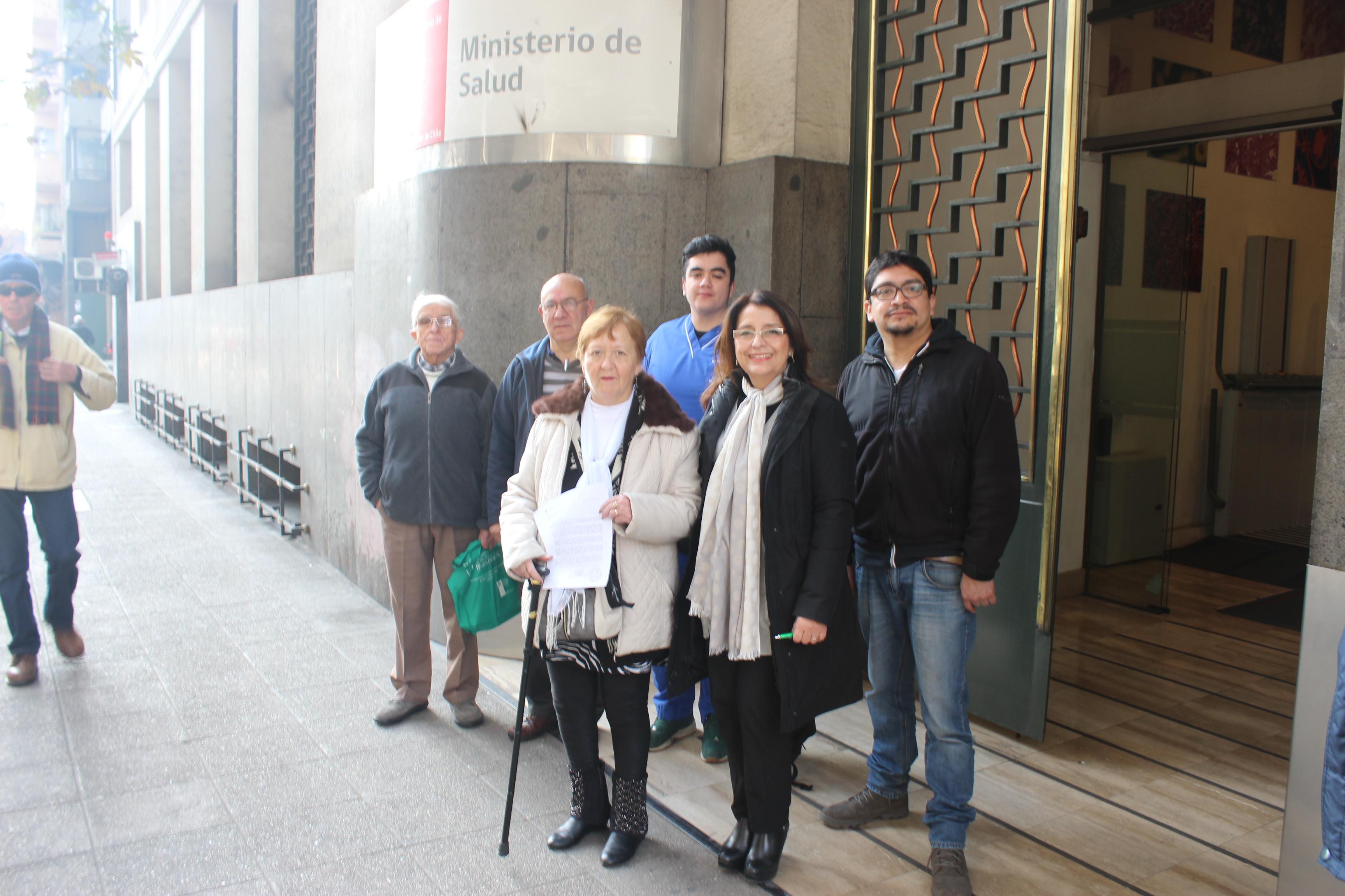 Pacientes con parkinson solicitan financiamiento por Ley Ricarte Soto para costosa terapia | Comunicado de Prensa
