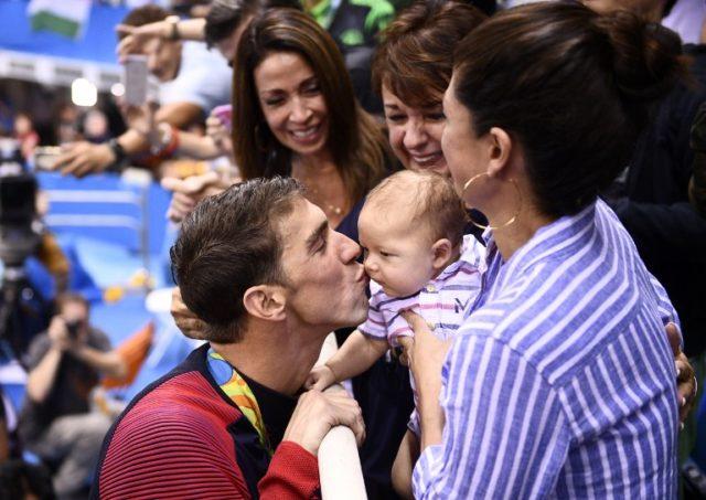 A cada brazada hace historia, Phelps consigue su oro 22