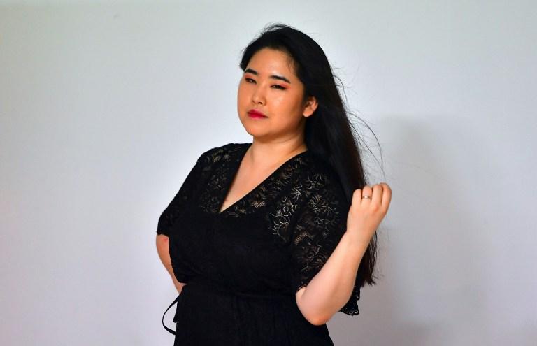 Modelo desafía los estándares de belleza de Corea del Sur