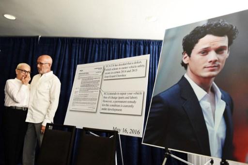 Los padres del actor en conferencia de prensa | AFP