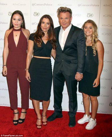 Gordon junto a su esposa  Tana y sus hijas Megan (17) y Matilda (14)