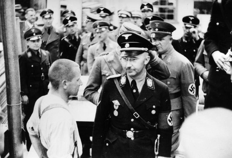 Himmler enel Campo de concentración de Dachau, en 193 | (CC) Wikimedia Commons