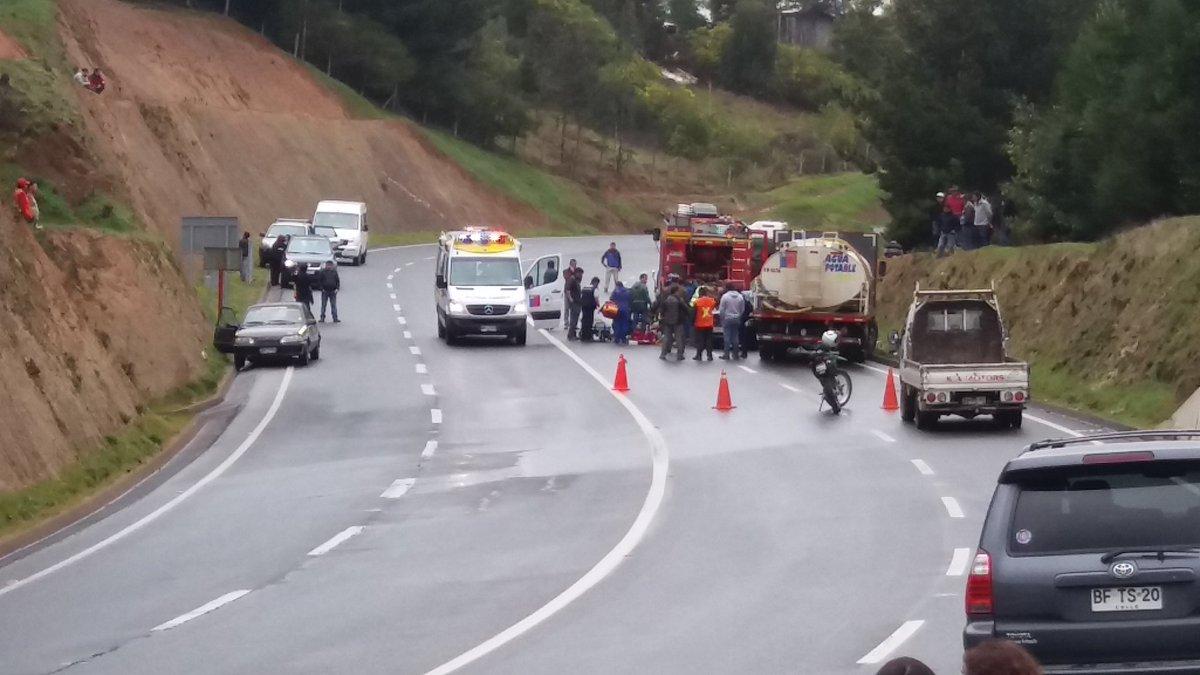 Colisión frontal camión aljibe y vehículo en Coelemu