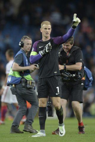 Hart se retira ovacionado en partido ante el Steau Bucarest.
