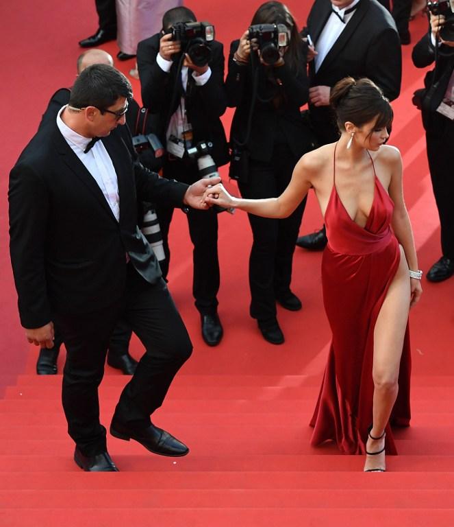 Bella Hadid se luce en Cannes