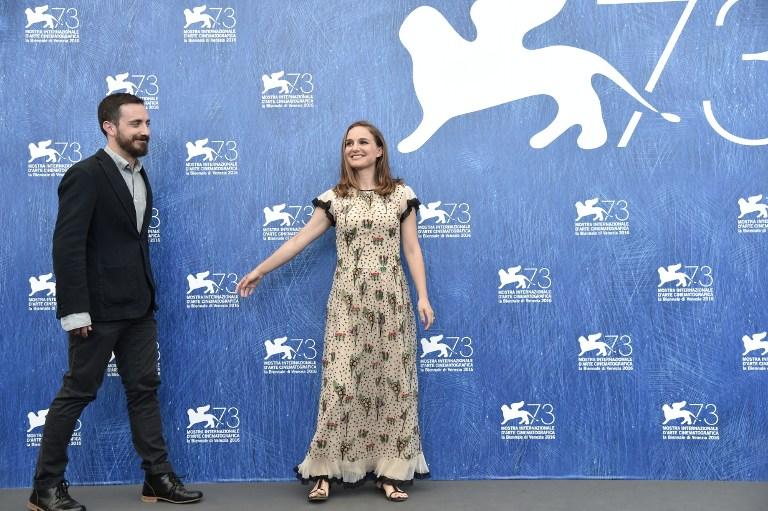Natalie Portman y Pablo Larraín en Venecia