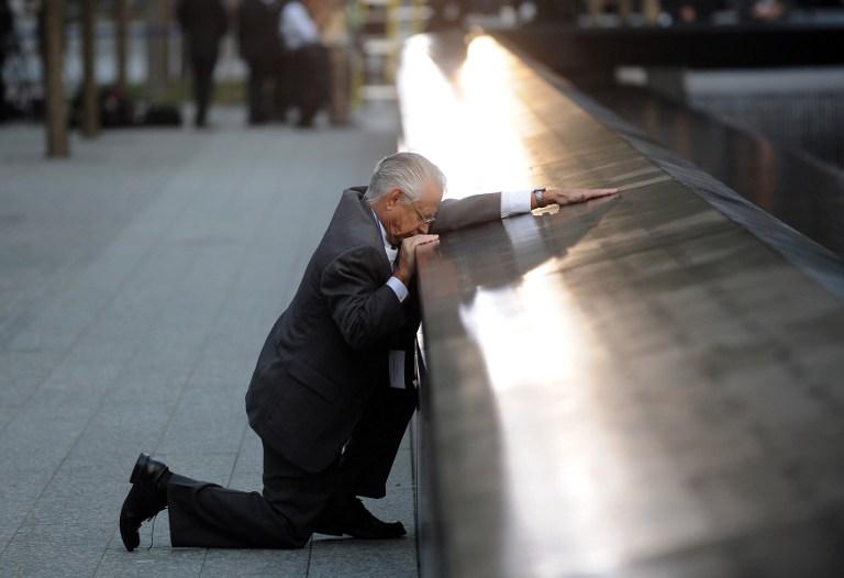 Robert Peraza llora la muerte de su hijo, Robert David Peraza, víctima del 9/11| Justin Lane | Agencia AFP