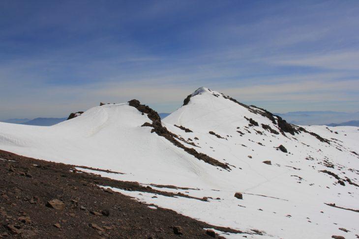 �rea del Portezuelo del Inca donde se encuentra el conjunto monumental de pircas, cubiertas aún por la nieve.