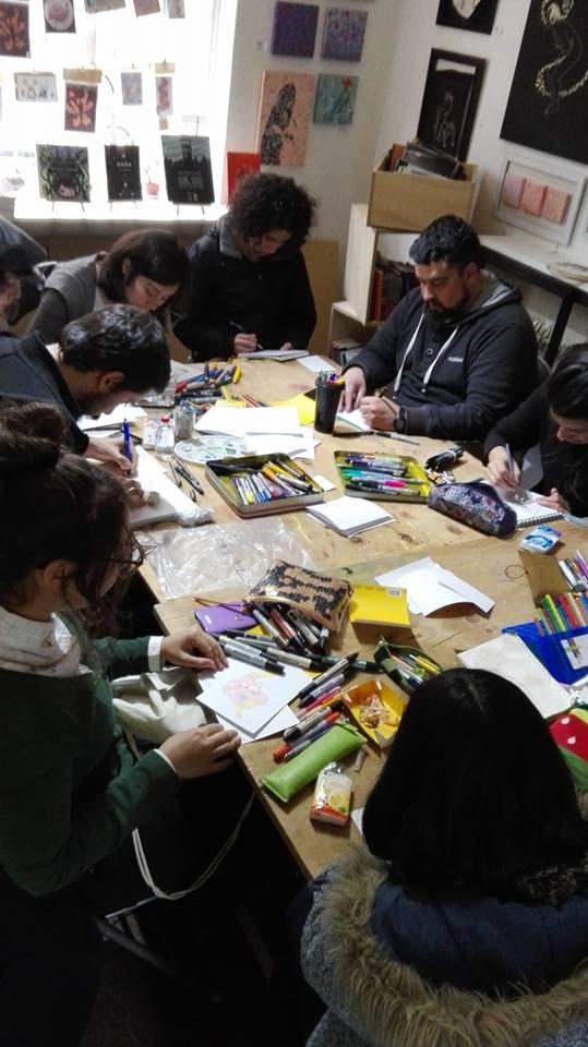 Penquistas se reúnen a dibujar en la librería Zaguán