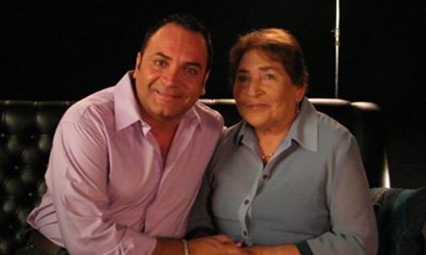 Luis Jara y su madre