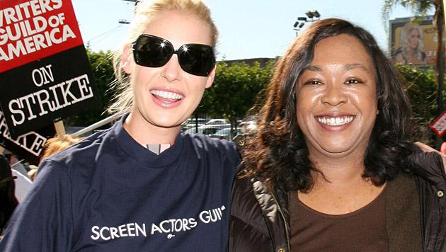 Shonda y Katherine durante la huelga de escritores en 2007