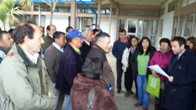 Pescadores y municipio de Maullín presentan querella criminal por marea roja