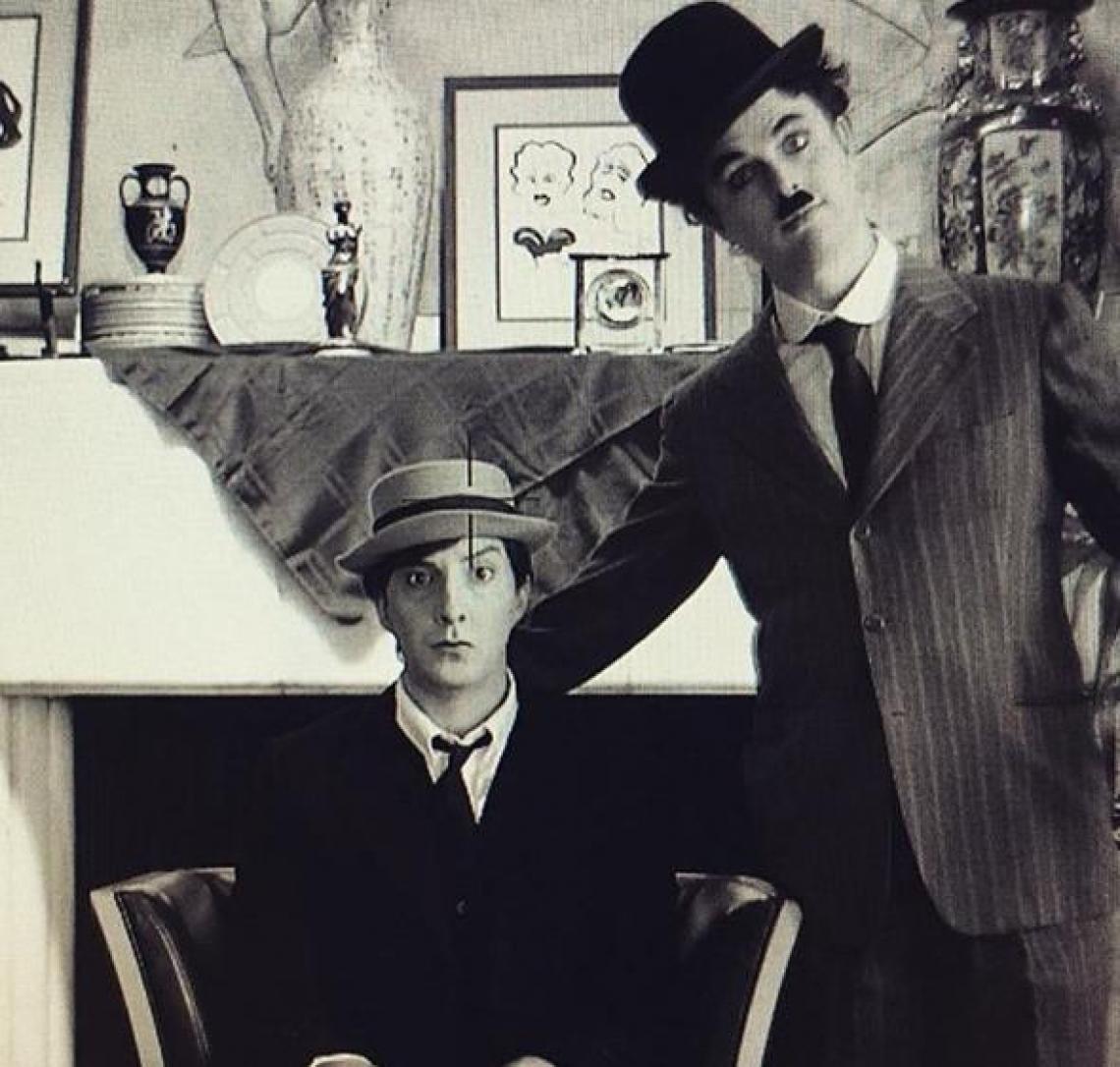Billi Joe A. como Charles Chaplin