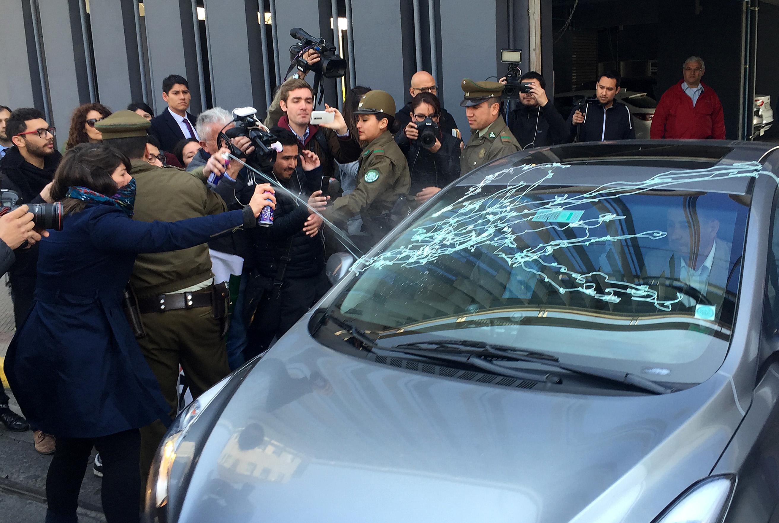 Vehículo de Ricardo Lagos dejó con lesiones a camarógrafo de UCV