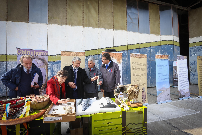 Autoridades lideran el traspaso de terreno en el ex aeródromo Cerrillos al Museo de Historia Natural