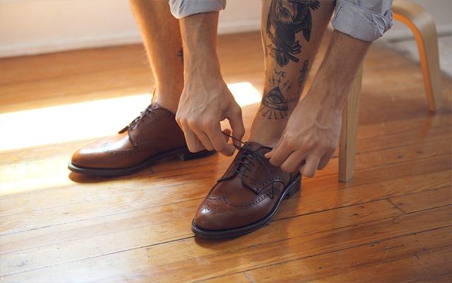 Los zapatos café son mal vistos en Inglaterra
