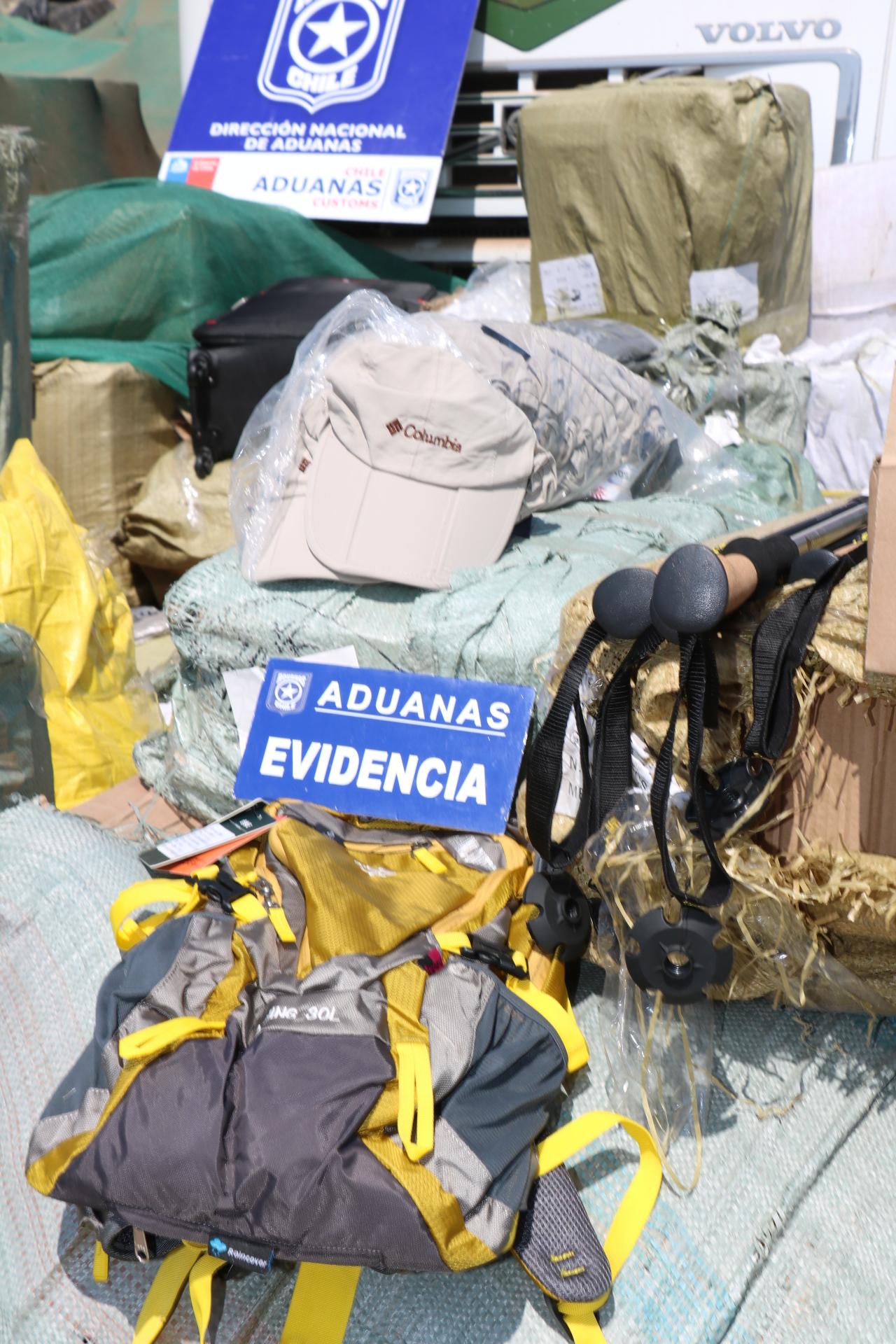 Incautan millonario botín de prendas falsificadas en Arica.
