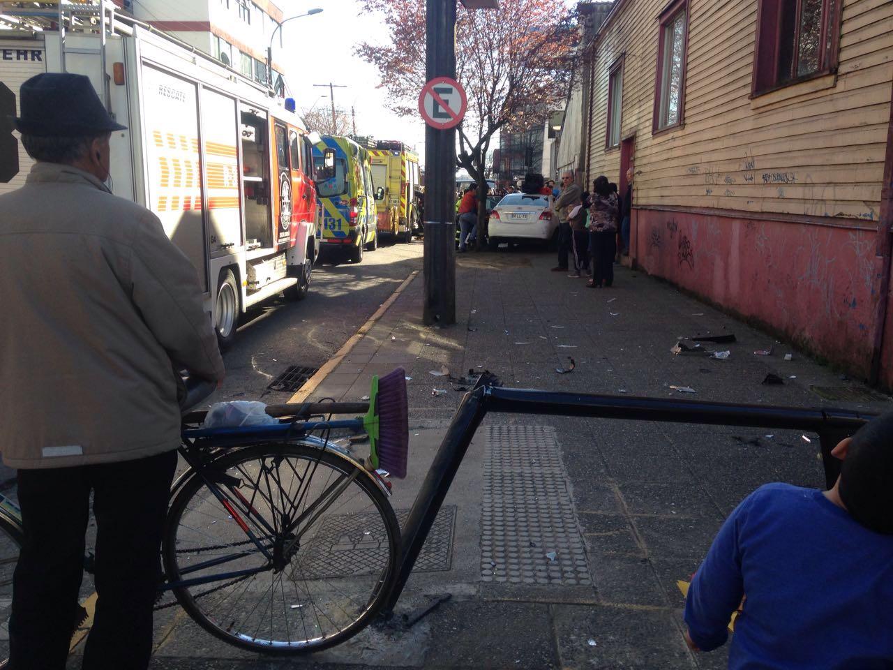 Choque entre dos automóviles en el centro de Temuco
