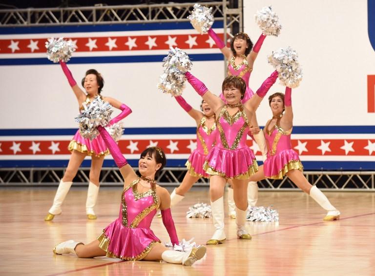 """Las abuelas """"cheerleaders"""" japonesas que se niegan a """"bailar como ancianas"""""""