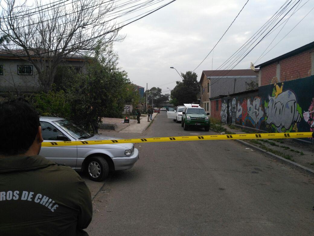 Pericias al automóvil donde arrancaron sujetos tras robar Banco Estado en Conchalí