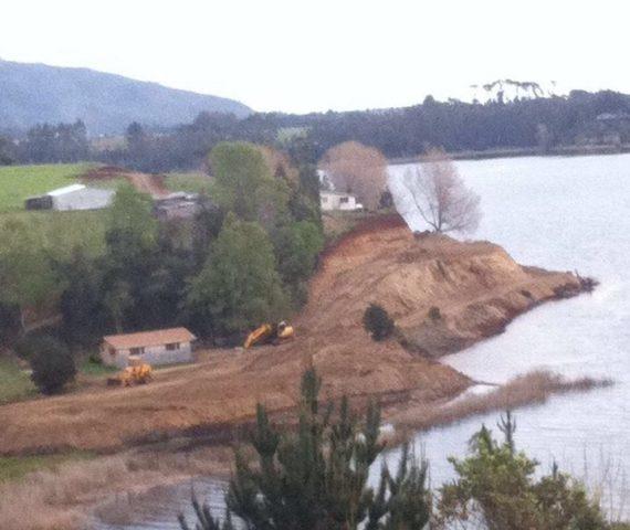 Lago Lanalhue desde una de las orillas afectadas por el exceso en el flujo de sedimentos hacia el agua