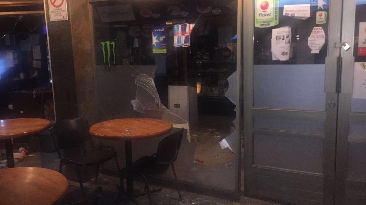 Destrozos en café El Ombligo