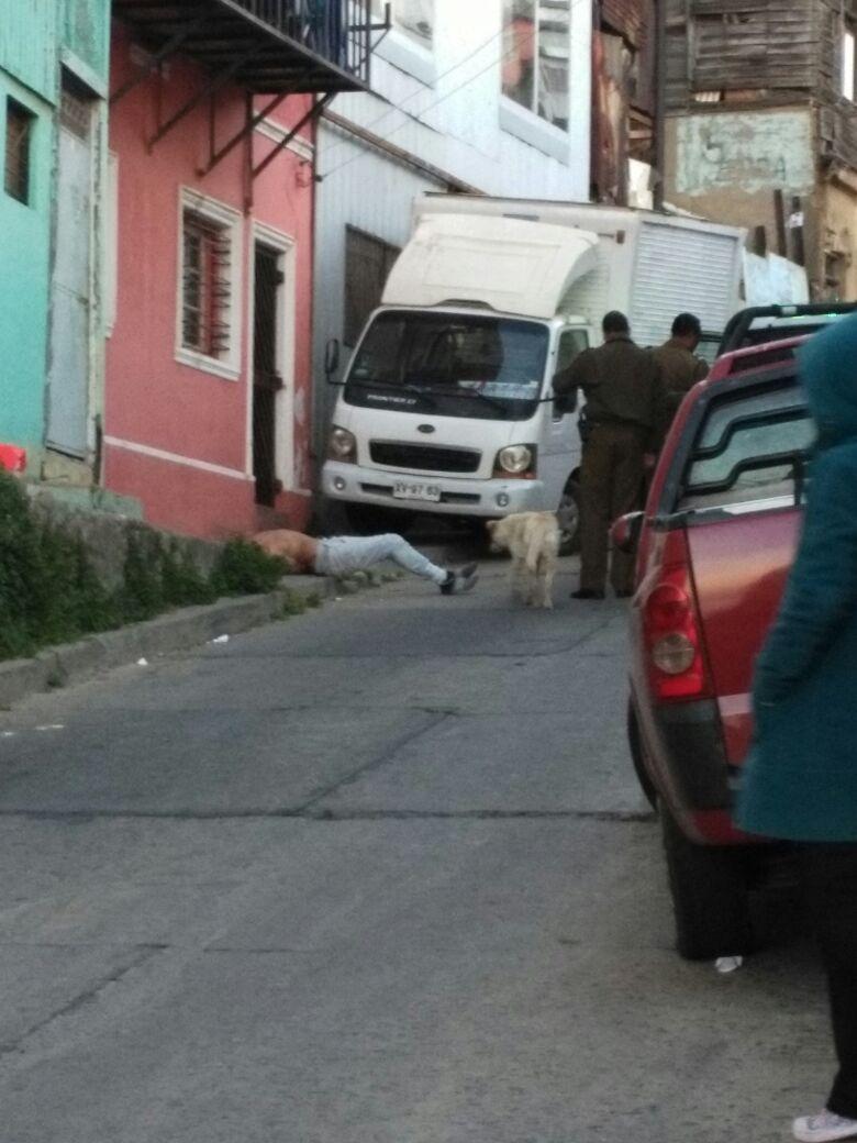 Carabineros detiene a hombre capturado por vecinos tras intento de robo