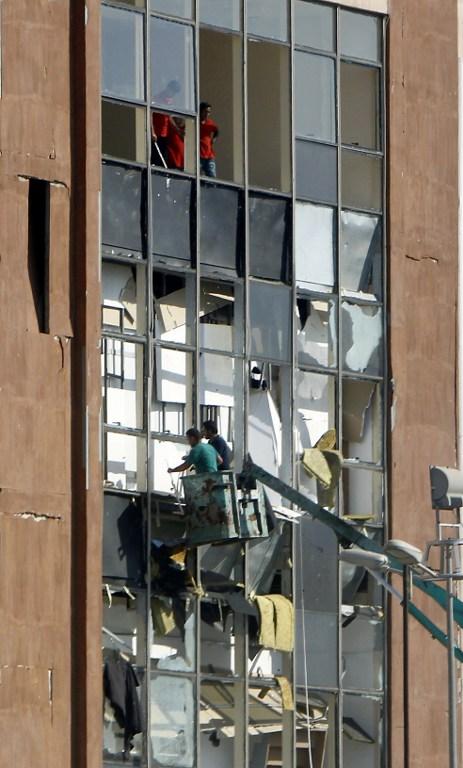 Destrucción en centro comercial de Bagdad tras atentados con bomba.