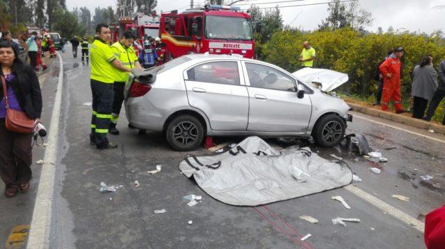 Auto colisiona en  ruta entre Valparaíso y Laguna Verde