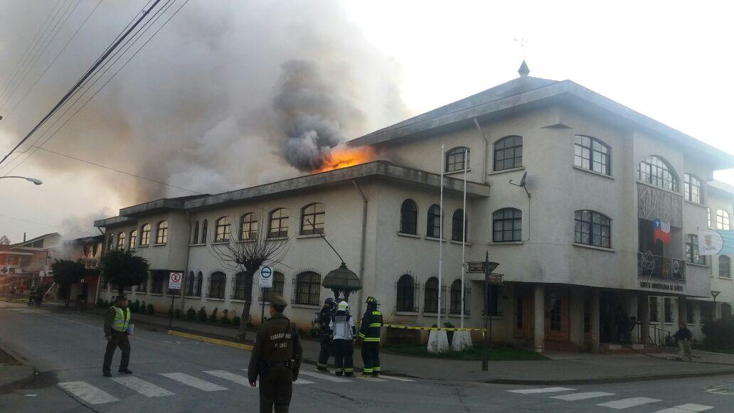 Incendio afecta a inmuebles del sector céntrico de Cañete