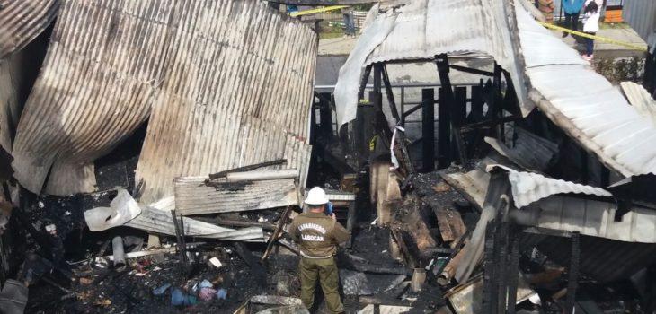 Una víctima fatal y tres casas destruidas deja incendio en Quellón