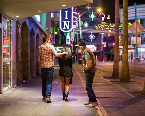 "USA, Las Vegas, 22 February 2014 From the series ""Insert Coin"". Fremont Street, Downtown Vegas. USA, Las Vegas, 22 février 2014 Issue de la série ""Insert Coin"". Fremont Street, Downtown Vegas. Christian Lutz / Agence VU"
