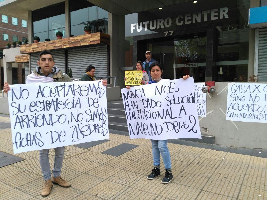 Manifestación por inminente desalojo en Aurora de Chile