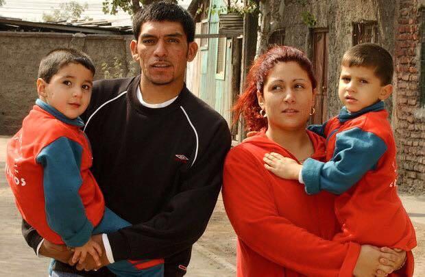Francisco, Mitzy y sus hijos cuando pequeños