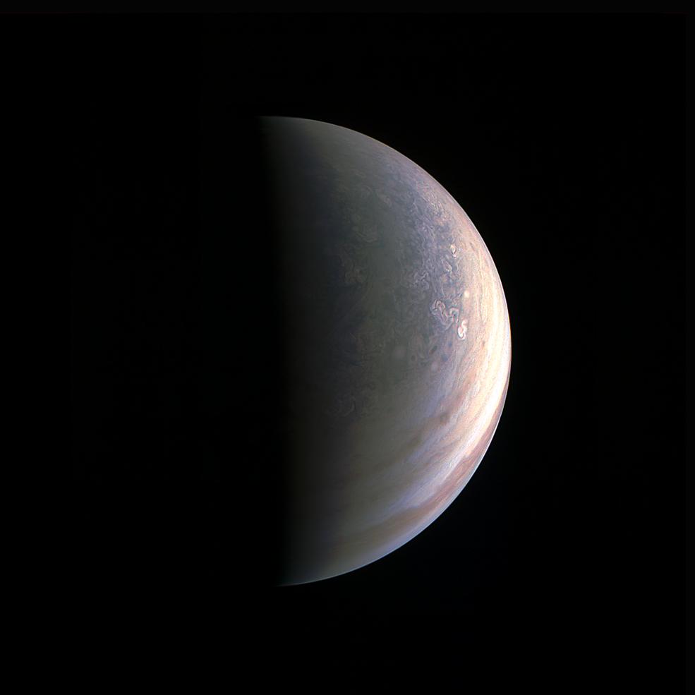 NASA publica imagen de los polos de Jupiter