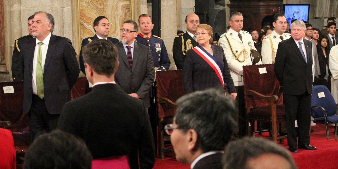 Presidenta Bachelet, presidentes del Congreso y presidente de la Corte Suprema en el Te Deum Ecuménico.