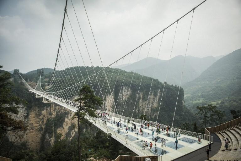 Cierran el puente de vidrio más largo del mundo