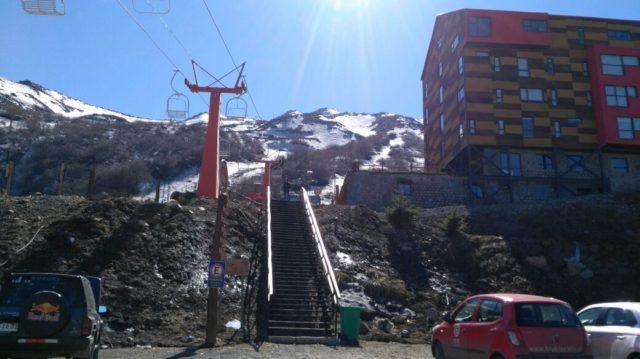 Maquinas e instalaciones cerradas por falta de nieve en centro turístico Nevados de Chillán