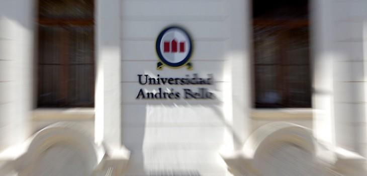Profesora es despedida de UNAB por mantener relaciones con Alumno